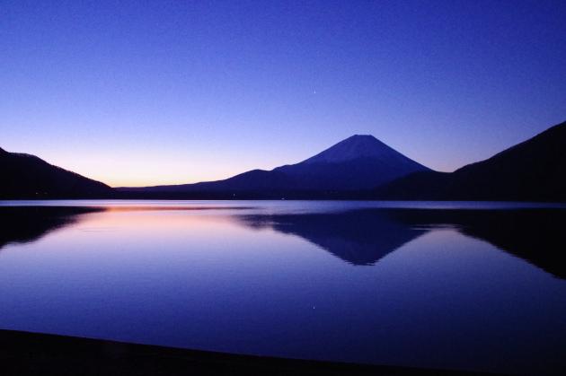本栖湖の朝