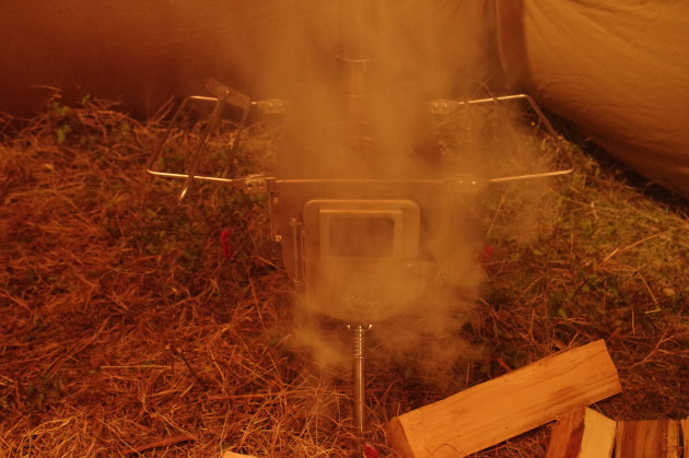 薪ストーブから煙