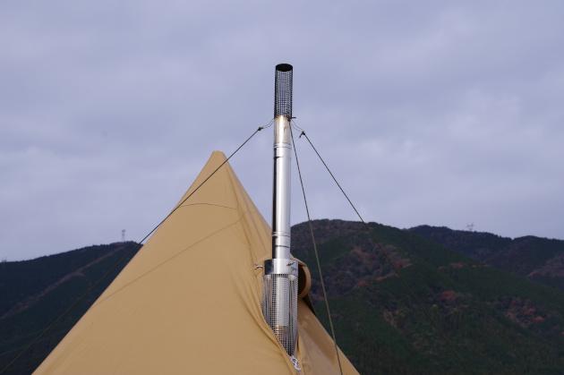 煙突を延長でテントより長くなる