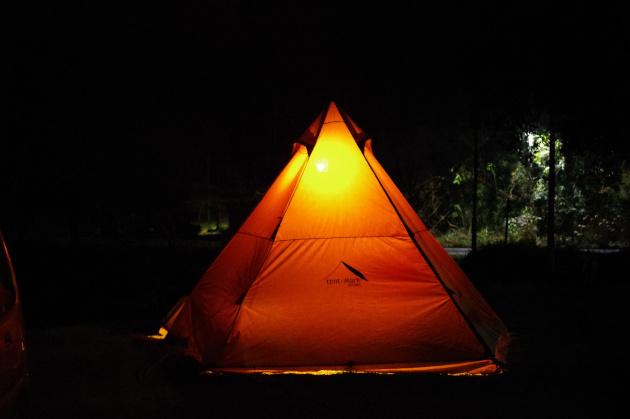 冬の夜のテント