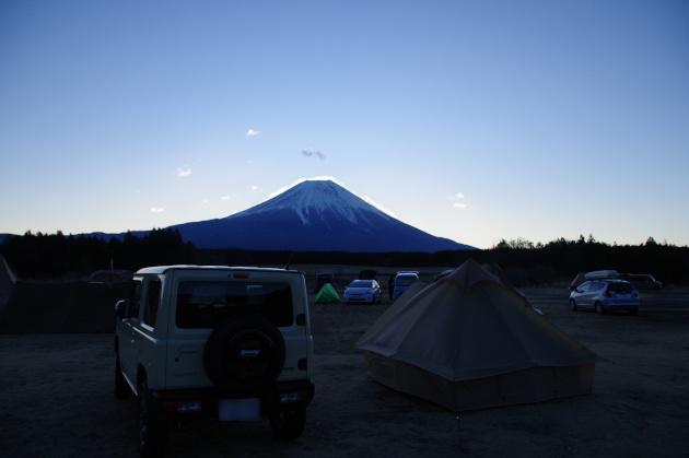 夜明けまじかのふもとっぱらで富士山を見た
