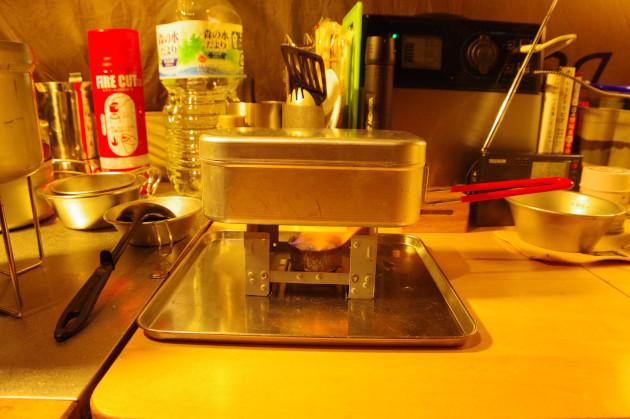 固形燃料とトランギアメスティンによる1合の簡単自動炊飯を説明