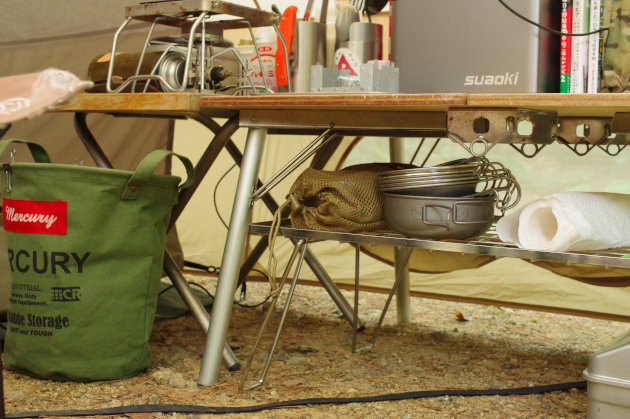 テーブル下に棚を作るのは超簡単です