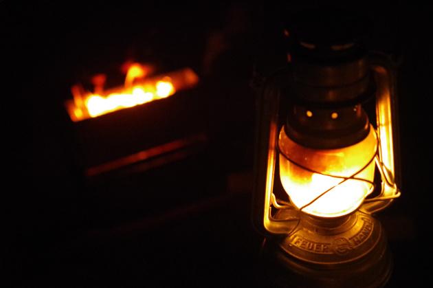 海キャンプの夜は焚き火で