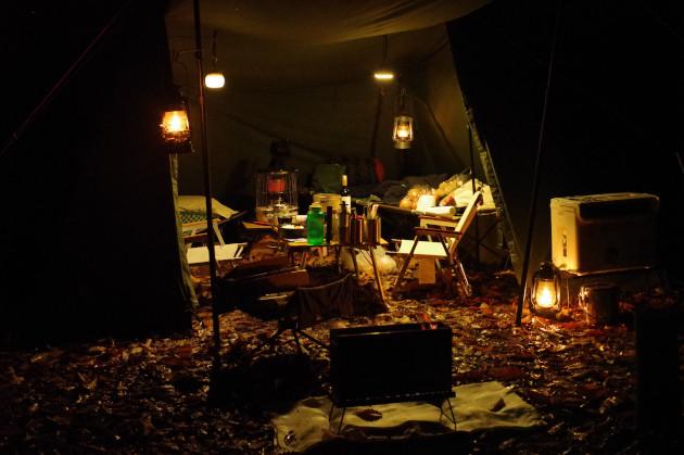 雨の降るキャンプ場