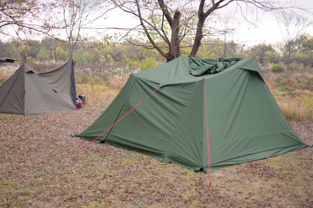 日曜日の朝のテント