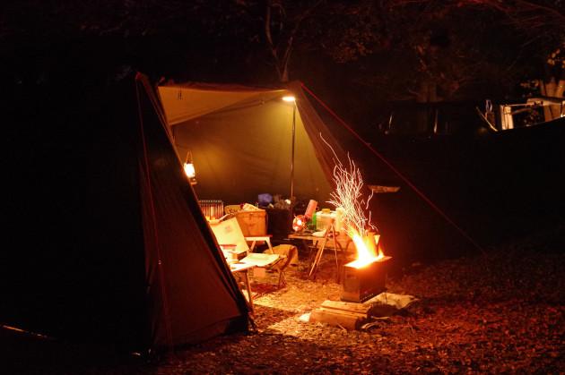 焚き火を囲んでソログルキャンプ 中編