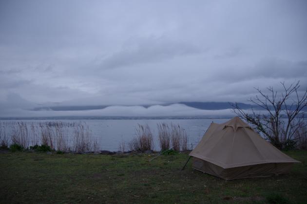 雨のキャンプ地