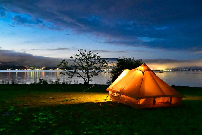 琵琶湖とショウネンテント